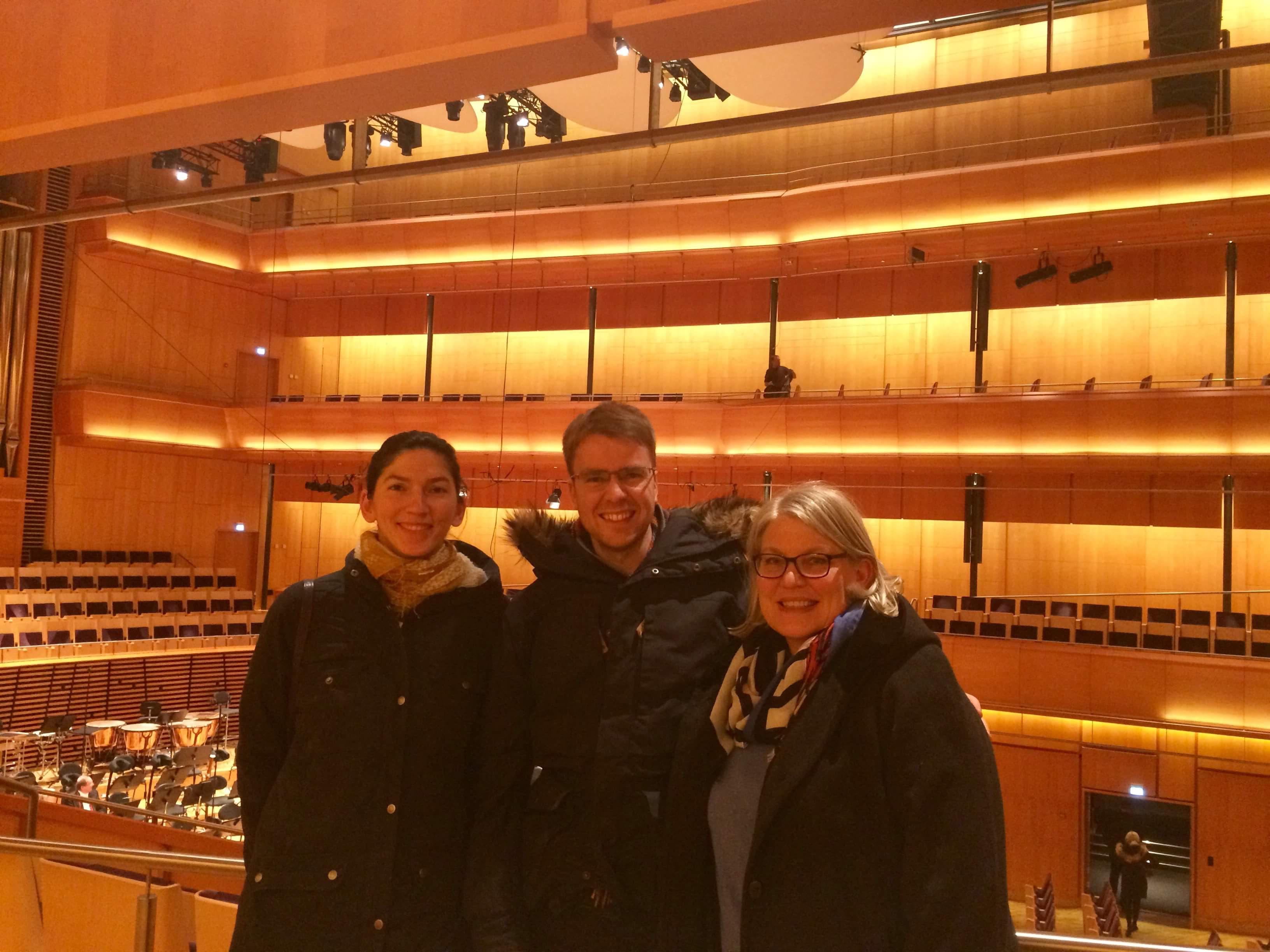 celloklasse med noen av voksne elever på konserttur med sin cellolærer i Stavanger