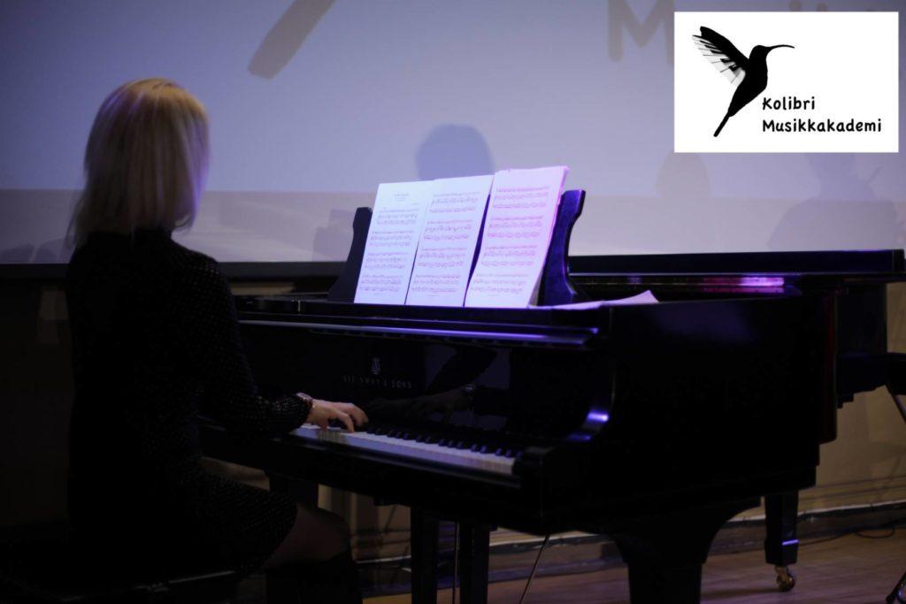 Musikk og kulturskole med kurstilbud for alle nivåer og aldre pianokurs voksne voksen pianotimer pianolærer Majorstua voksne pianokurs med pianotimer for voksne pianoundervisning voksen nybegynner