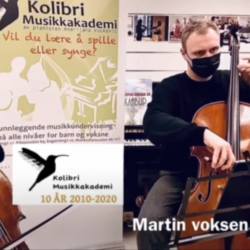 Martin voksen celloelev spiller cello sammen med cellolæreren sin på cellotimen, Celloelev spiller sammen med cellolærer på cellotimen, Julesang Deilig er Jorden, cellokurs, celloskole, celloundervisning, privat cellotime voksen, individuell cellotime, cellomusikk, cello Oslo, cello Stavanger, musikkskolen Oslo, musikkskolen Stavanger