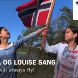 """Karina og Louise lære å synge sammen på sangtimer med sanglæreren Daiva, Karina og Louise sang elelver lær å synge sammen på sangtimer med sanglæreren Oslo sangskole, Bak dagens Luke hører vi søstre Karina og Louise (10 år) synger sammen sangen """"Something never change"""". De hadde sitt første sangtime hos oss med sang og pianolærer Daiva før to år siden. I fjor har søstrene også begynt med pianotimer. De har sunget og spilt på flere av våre skolekonserter samt vært med på ensamblesang jentegruppe. Videoen og produksjon er laget fra dems pappa som følger med på fremgangen, synger selv og også er med på pianotimer 🎼🎵🥰 For en hyggelig og musikalsk familie, musikkskolen Oslo, Majorstua Bislett, Vika, Akker Brygge, Sentrum"""