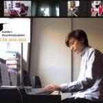 Antonio 12 år spiller piano