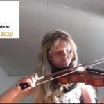 Cassandra 10 år spiller fiolin