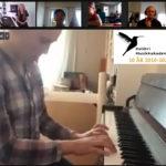 Josefine 13 år spiller piano