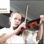 Liv 8 år spiller fiolin