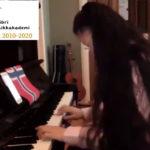 Marianne 15 år spiller piano