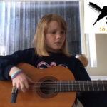 Regine spiller gitar 9 år